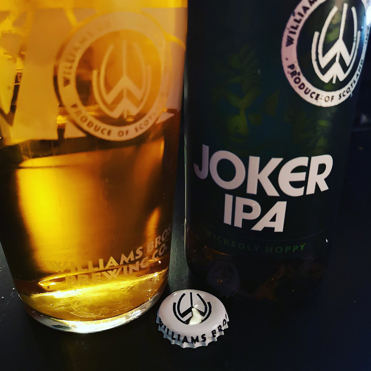 Saving the Scottish brewing industry one session at a time #JokerIPA by @Williamsbrewery is my go to beer these days, always great #williamsbrothersbrewing #scottishbeer #qualitynotquantity #beerlover #beertography pic.twitter.com/p8WwXh3TT4