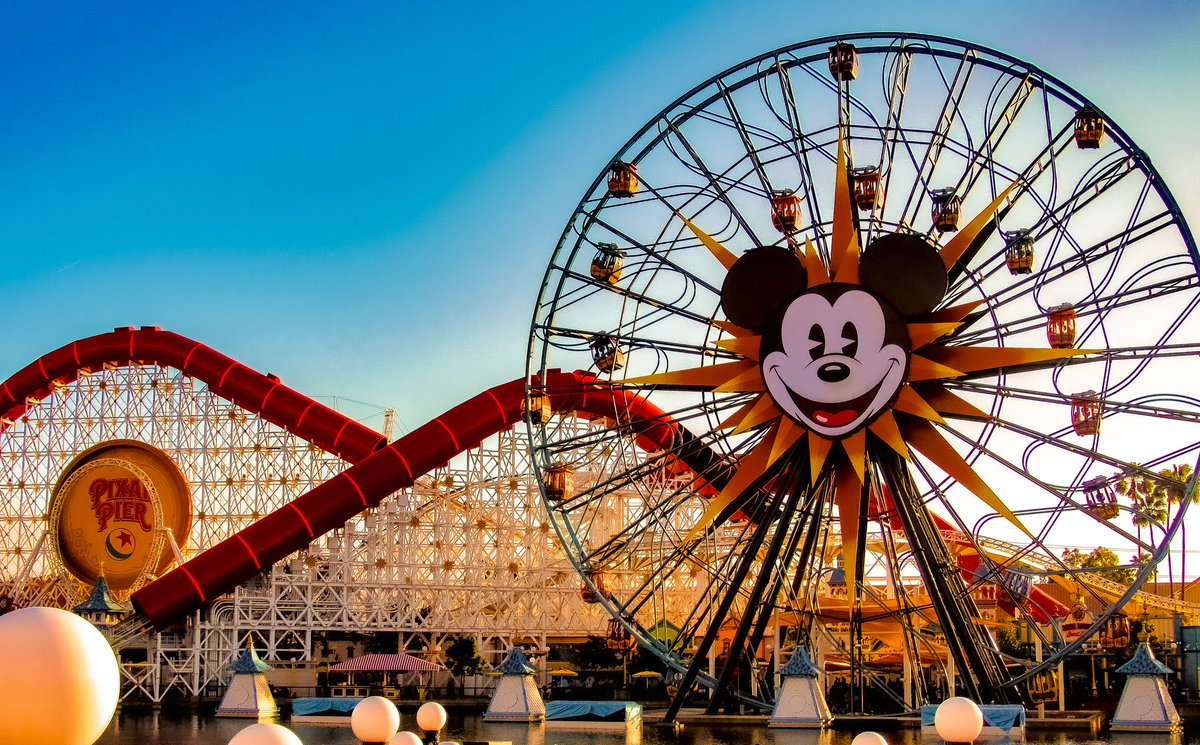 Missing #Disneyland so that means finding old photos I've taken for nostalgia pic.twitter.com/DAFCs4oKs8