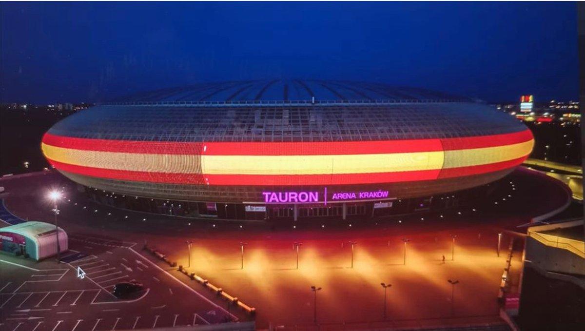 "Øier Fano Dædebat on Twitter: ""Cracovia ilumina el Tauron Arena ..."