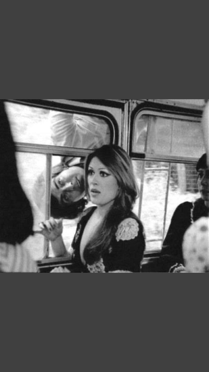 Eski filmleri niye mi severim? Kadın, adama öyle bir bakardı ki, senaryo icabı değil de gerçekten aşık sanırdım. Bu yüzden eskileri severim. #yesilcam #nostalji pic.twitter.com/U6LRWeJF9d