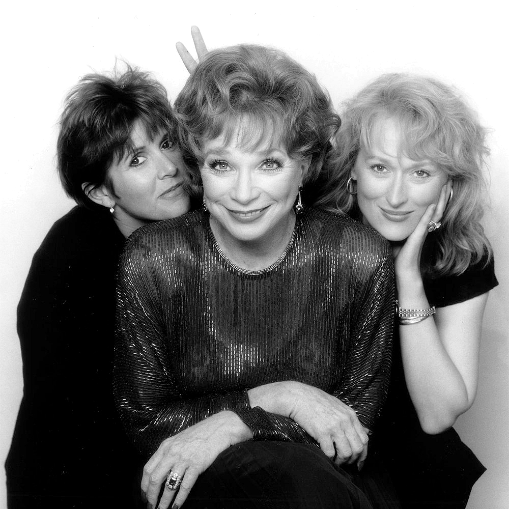 """Carrie Fisher, Shirley MacLaine and Meryl Streep on the set of """"Postcards from the Edge"""", 1990. <br>http://pic.twitter.com/xFe3rNTpSF"""