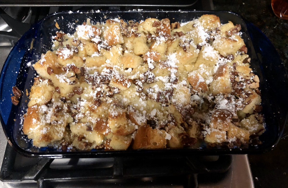 Tonight I made my dad's favorite - bread pudding! Here's a picture of it before the vanilla-brandy sauce was poured on top. #Yummy pic.twitter.com/E8HtkchPyz