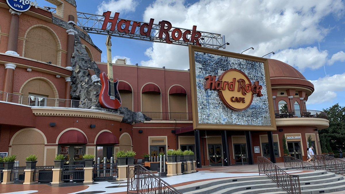 【#HRC巡礼シリーズ】 Hard Rock Cefe のオーランド店ですライブハウス併設の豪奢な佇まい西海岸のハリウッドと同様にUniversal City Work の中にあります#HardRockCafe #フロリダ州 #オーランド #旅行好きな人と繋がりたい pic.twitter.com/wcdKGuHs3L – at Hard Rock Cafe Orlando