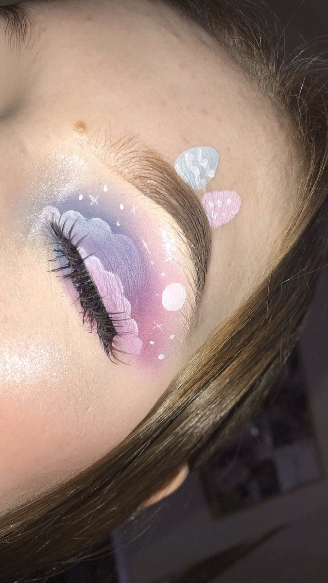 Very happy with this one not gonna lie :) #makeup #eyeshadow #easter #IWillStayAtHome #morphe #makeuprevolution pic.twitter.com/SVQ5DzXxye