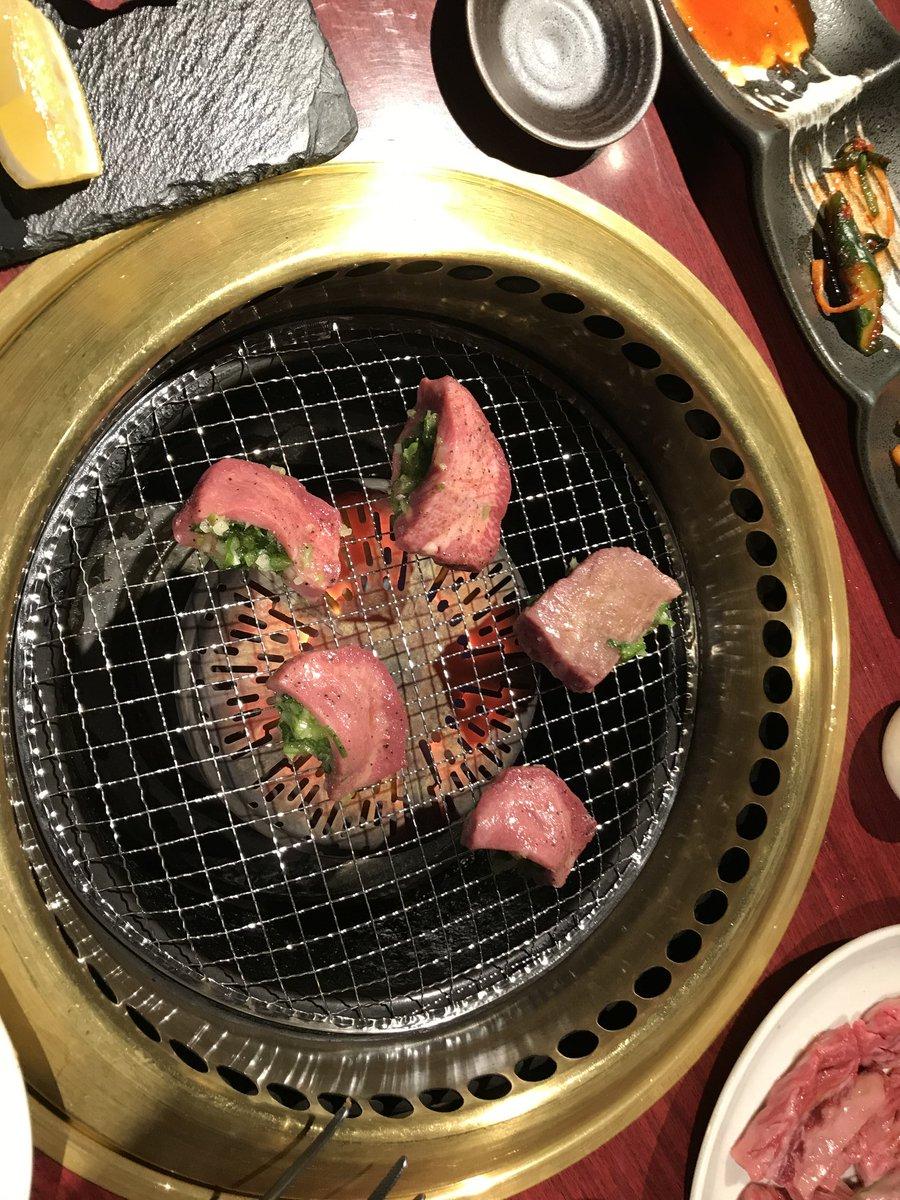 先日たべた、たけしょく亭の厚切り牛シオタンネギ挟み、うまかったあこんなの初めて食べました、これだけで満悦 #焼肉 #タン #天満pic.twitter.com/R5z7rLXMOz