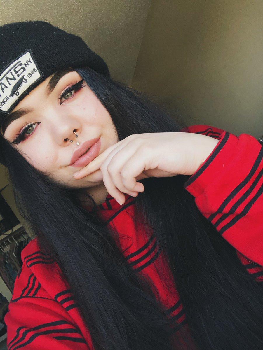 hi hello    #onlyfansgirl #vans pic.twitter.com/xqybOcFAq6