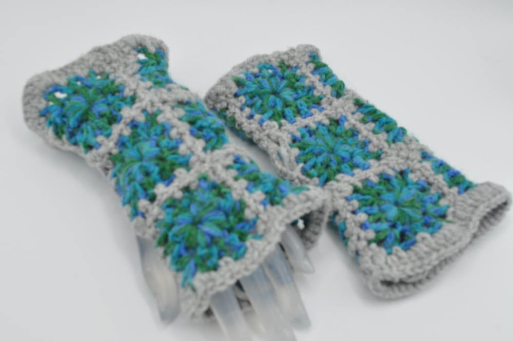 Fashionable hand warmers, Crochet Granny square fingerless gloves for cold weather, winter, autumn, fall, Christmas gift, Birthday gift, https://etsy.me/2qsUmgl #InternationalWomensDay2020 #crowdfunding #Pottiteam #craftychaching #HappyMonday #EtsyTeamUNITYpic.twitter.com/CiFJa6A0AC