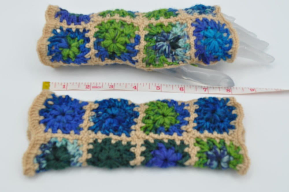 RT @solveigakiran1: Popular granny squares arm warmers, fingerless mitts, crochet thin gloves for busy women https://etsy.me/2hm2Mia #craftychaching #Womeninbusiness #InternationalWomensDay2020 #Pottiteam #crowdfunding #HappyMonday #happyeaster #Support…pic.twitter.com/pA4I6qlqnv
