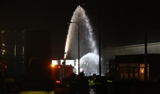 Brandweer rukt uit voor brand bij bedrijf aan Fabrieksstaat in Stampersgat -..