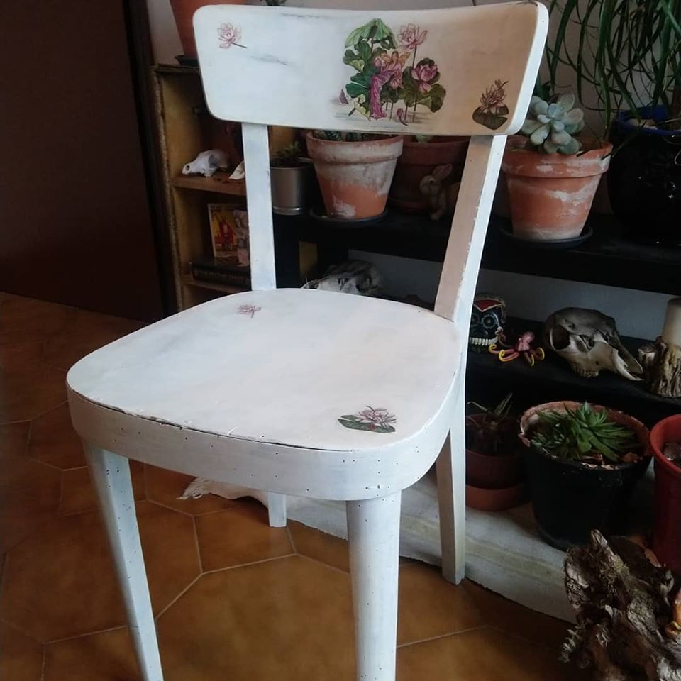 #WhatIAmLearningInQuarantine is how to take an old wooden chair and make it into something new and whimsical  #fairy #chair #shabbychic pic.twitter.com/U1C4CseN6A