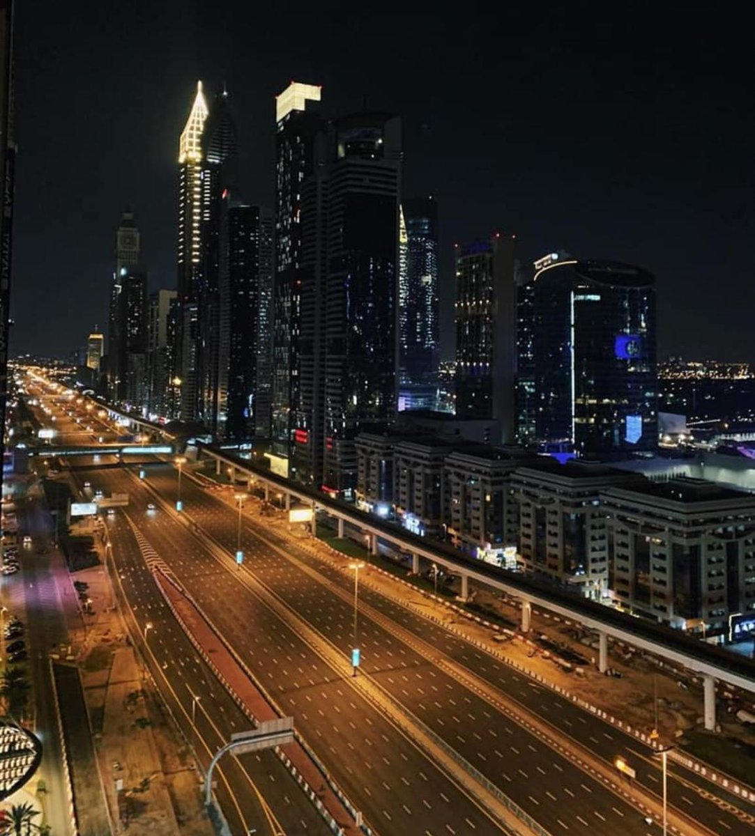 #lockdown21 lock down #Dubai last night picture pic.twitter.com/honaDDI5y9