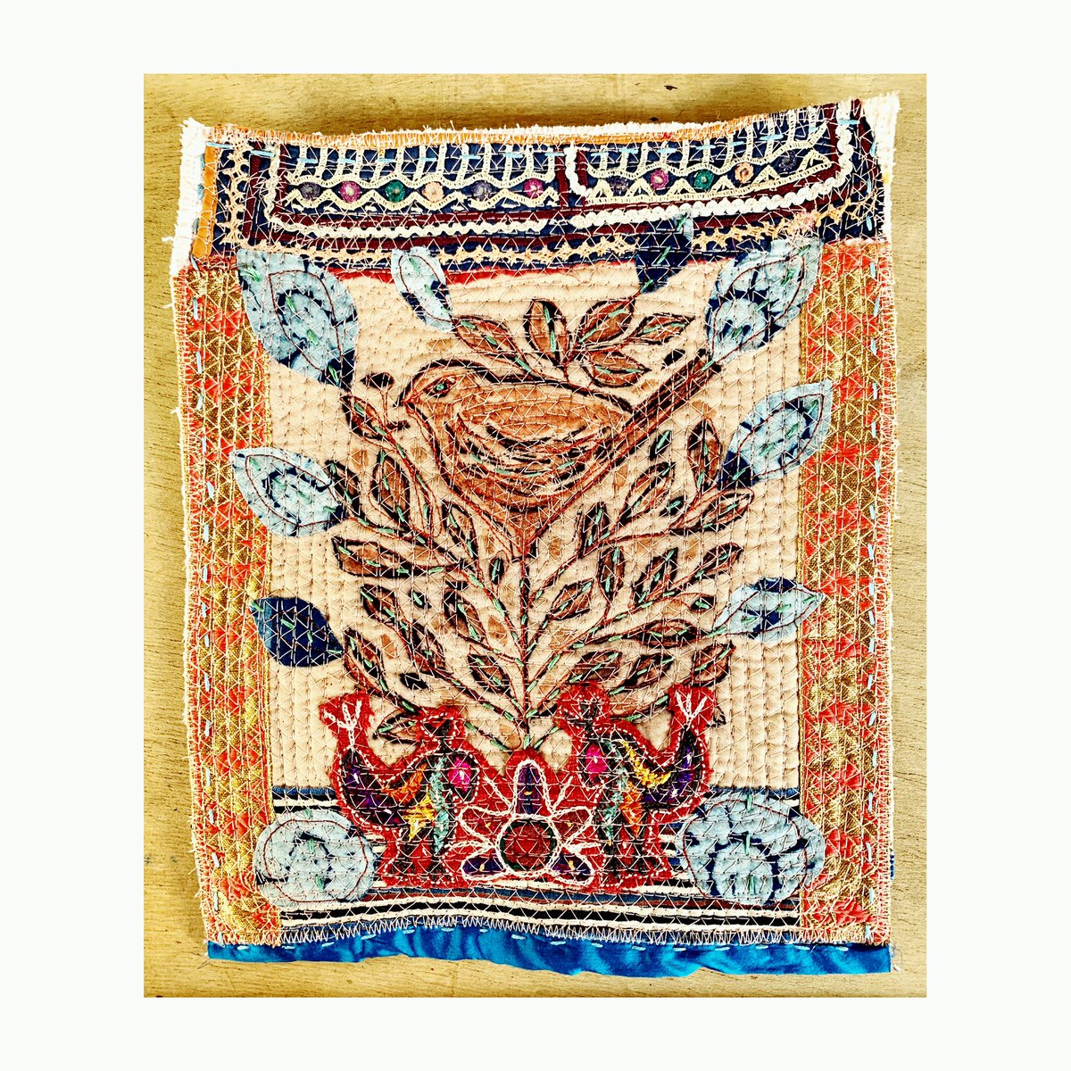 #quarantinequilt #wip #birdtree #textilecollage #textilefolkart #artistlife pic.twitter.com/V2NaHQUEdg