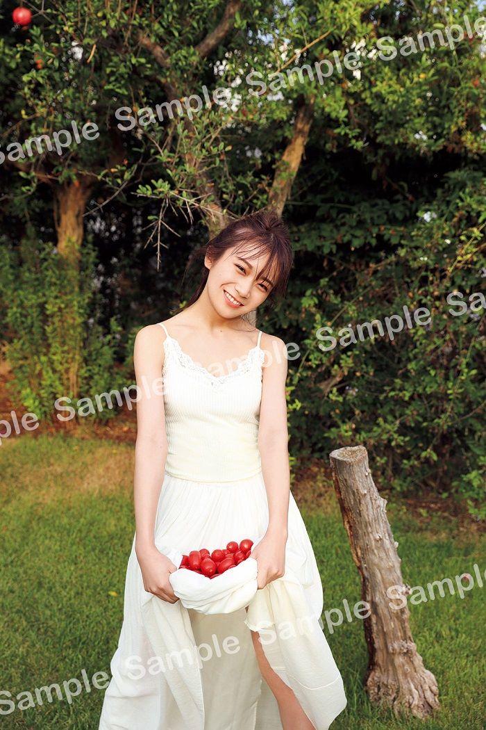 【封入特典ポストカード】⑥イタリアでの白いワンピースの天使まなったん👼💘優しいほほえみで癒やされるポストカードです!#まなったんの写真集を応援しよう#秋元真夏2nd写真集#しあわせにしたい2020年4月8日(水)発売📖