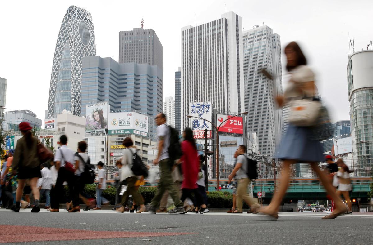 コラム:東京封鎖なら「L字回復」に転落か、不可欠な安全網構築 - ロイター小池百合子東京都知事が都市封鎖(ロックダウン)に言及後、東京都内の移動を厳しく制限する「首都封鎖」の現実味が高まっている。しかし、政治・経済の機能が集中する首…