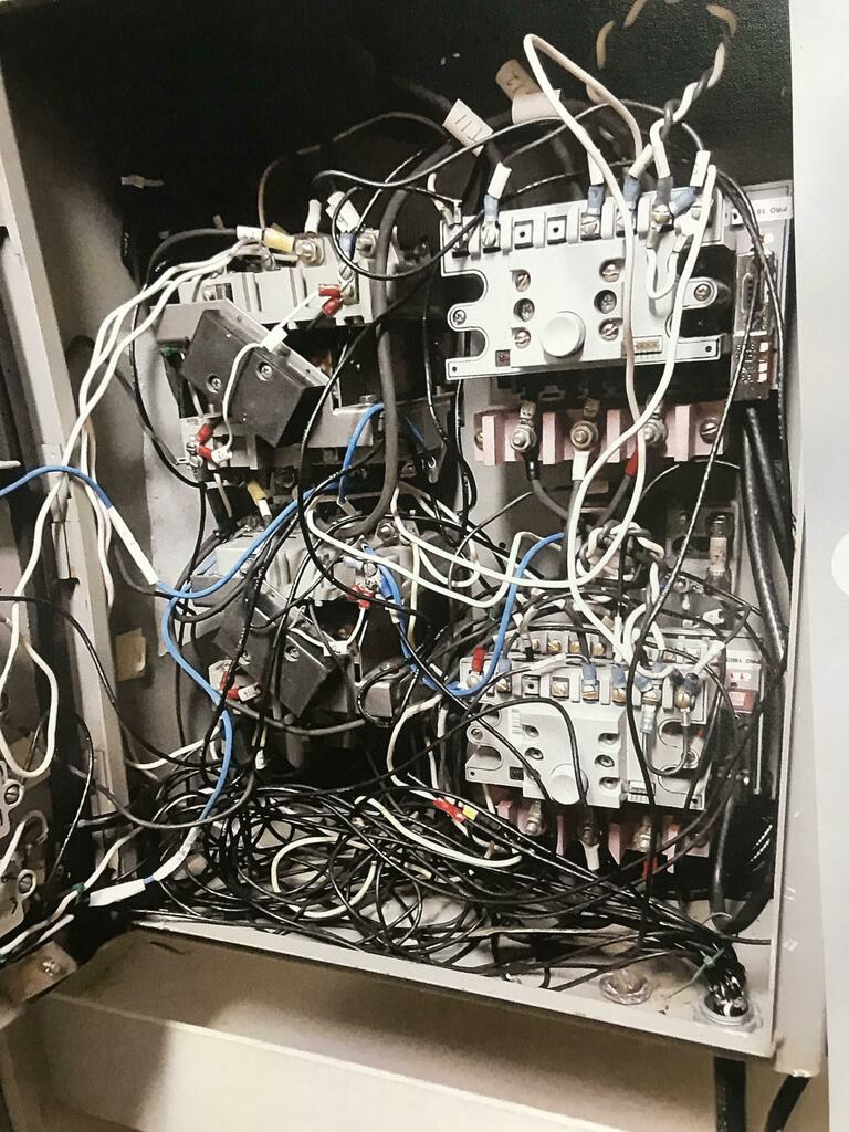 Engineering masterpiece. Too hardcore for r/cableporn. Yes this is fully functional, it's been like this for over two years, and most surprising it has not caught on fire. via /r/cablefail https://ift.tt/2xqyfuU #reddit #cablefail pic.twitter.com/lDrps5te6O