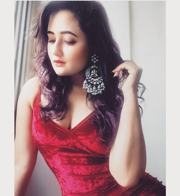 .@TheRashamiDesai looks gorgeous in this red dress and jhumkas. What do you think of her look?  #RashamiDesai pic.twitter.com/0aLaCIaygm