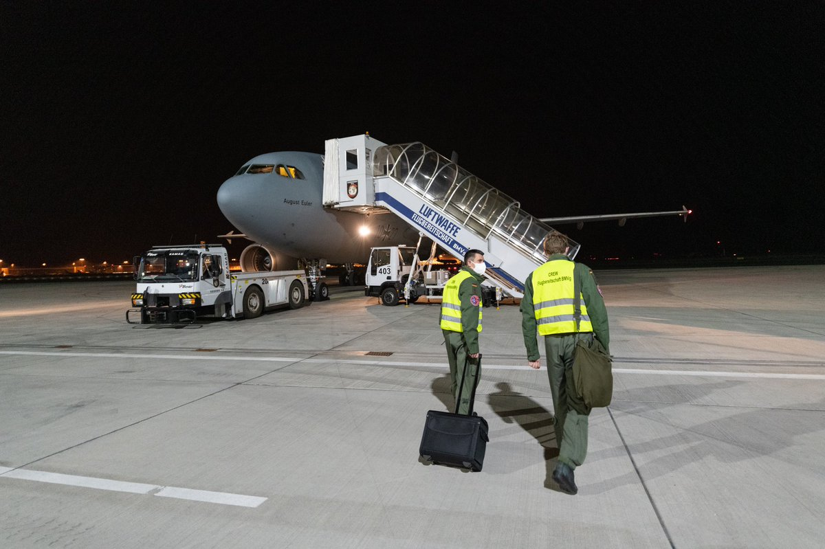 #Germany #Italy #Köln #Bergamo #NRW #Lombardy #Coronavirus  Since 6 a.m. (local time) in the morning, the Air Force team has been flying Italian corona patients from Bergamo to Cologne, who are then treated in clinics in North Rhine-Westphalia.  pic.twitter.com/NPCADfJu8Y