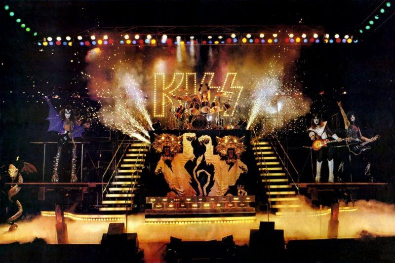 #KISSTORY - March 28, 1978 - #KISS opened a 5 night sold-out stand at Budokan in #Tokyo, Japan as part of the ALIVE II Tour. pic.twitter.com/W34lintCN0