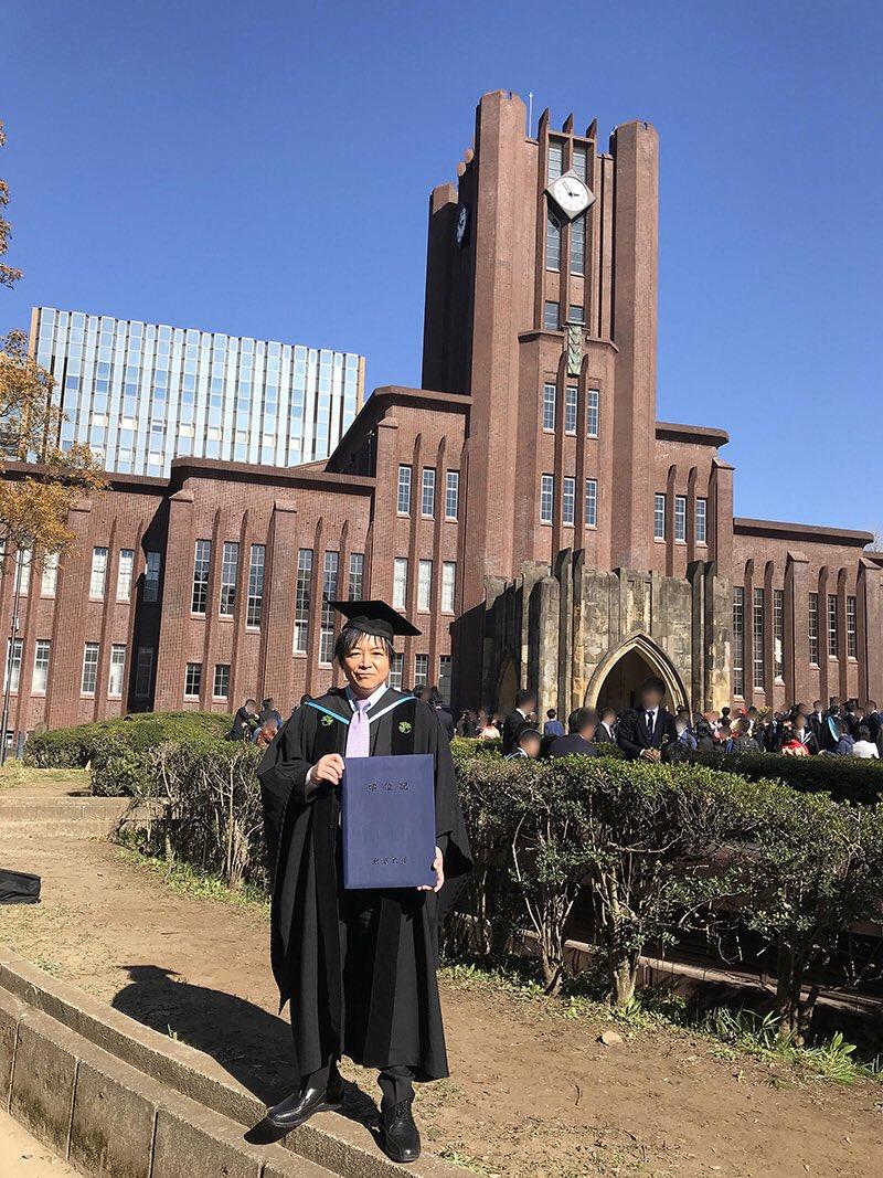 【記・佐々木望】私事で恐縮ですが、このたび東京大学法学部を卒業しました。声優の仕事のかたわら通学と勉強をしてきました。センター試験から大学卒業まで、長かったようでとても短く感じます。濃密で豊かな時間でした。学べる環境にいられた幸せに深く感謝し、声の仕事を今後も頑張ってまいります!