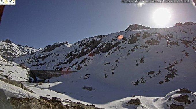 Buenas. Sigue el buen tiempo en el valle hoy con temperaturas más altas. Mínima de -4C° en Respomuso. Mañana por la tarde llega un frente que dejara algunas nevadas por la tarde y el Lunes. El Lunes el frío será el protagonista.