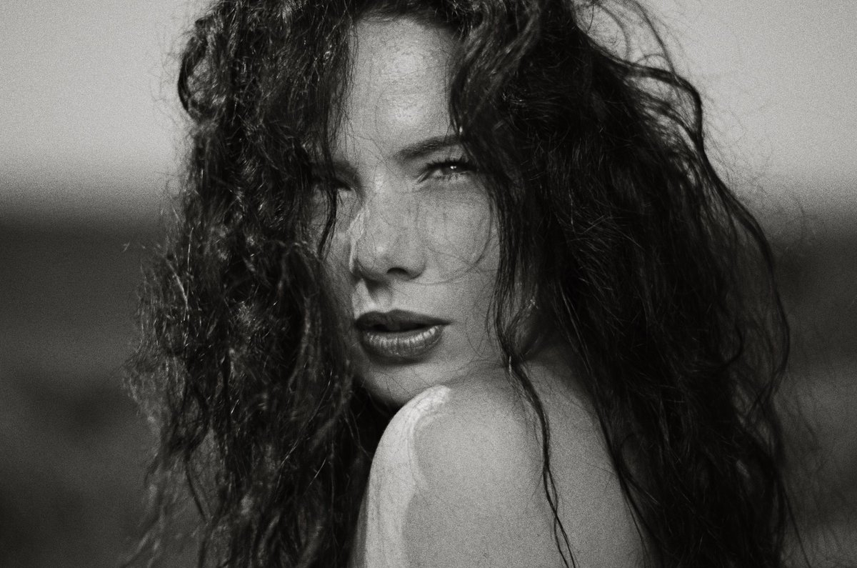From a Distance Afar... Shot by the Fab Photographer @paulshootsportraits #model #modellife #bw #bwphoto #bwphotography #curlyhair #curlyhairday #windswept #portrait #portraitphotography #portraits #portraits_life #headshot #naturalhair #naturalmakeup #photography #actresspic.twitter.com/SwyiqfzdZS