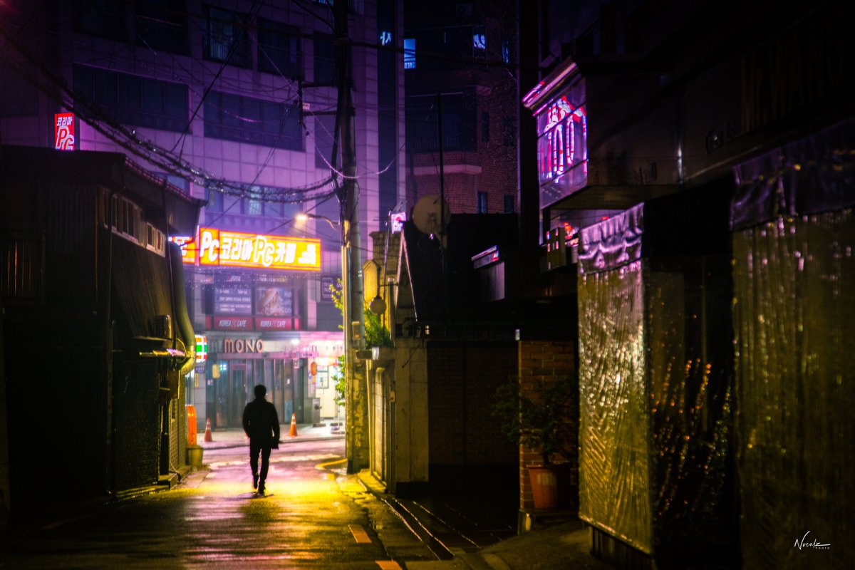 Quarantine nights in #seoul pic.twitter.com/6DKHA2nU7H