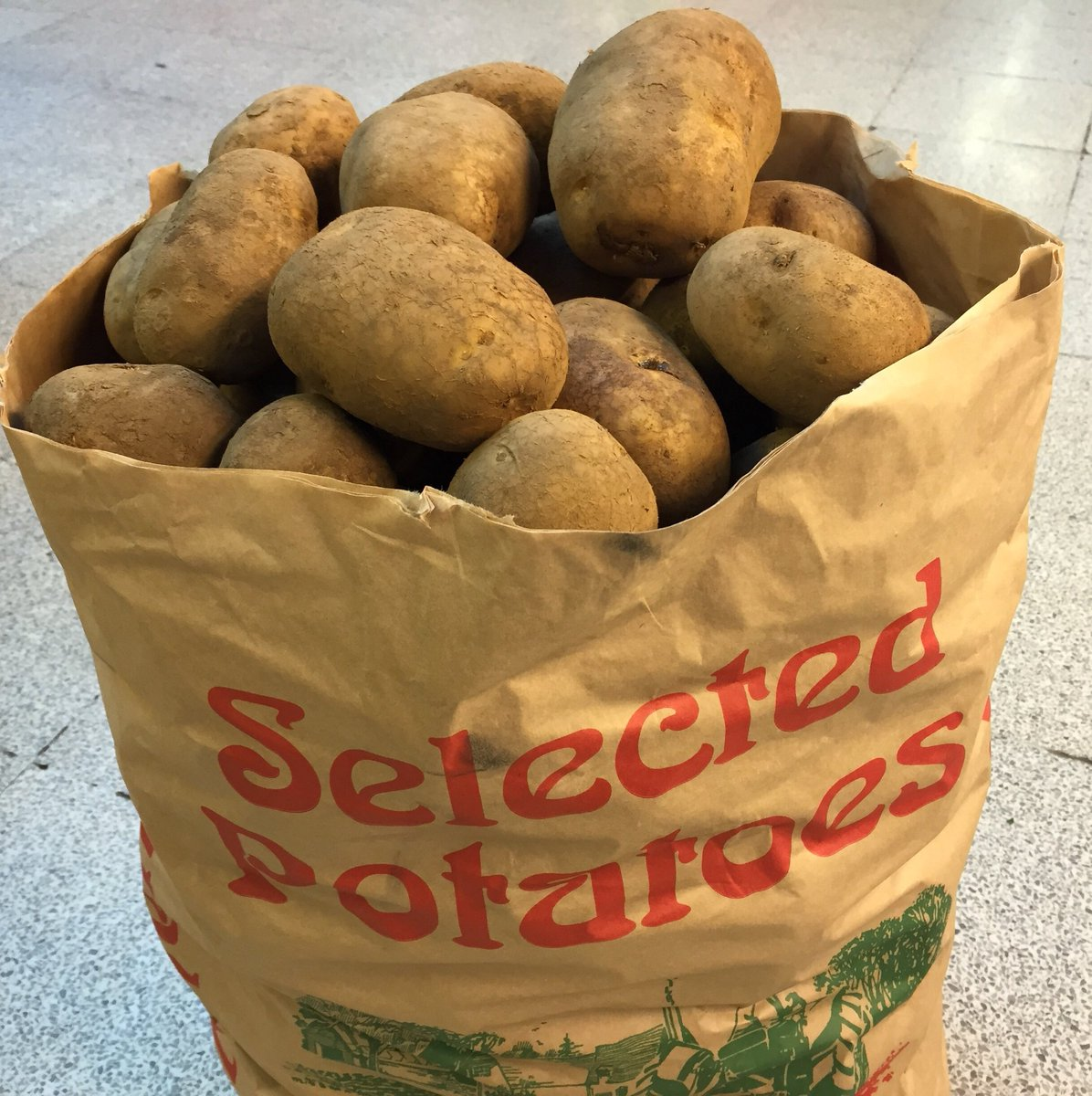 Farmers across East Anglia have a glut of potatoes that were due to be sent to Fish & Chip shop's.  There's quite likely to be a farmer near you so there's nothing stopping you from #shoplocal #cambs https://t.co/ti0shvPVQY
