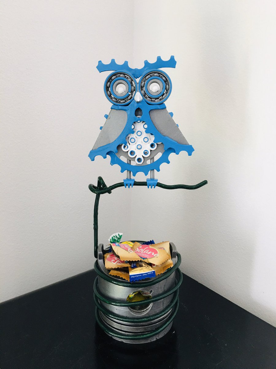 #craft #manualidades #buho #owl #recicled #reciclaje #artesania #metalart #decoration #artwork #handmade #scrap #hechoamano  https://www.instagram.com/p/B-M650Bi5gQ/?utm_source=ig_web_button_share_sheet …pic.twitter.com/Iojbxr24BV