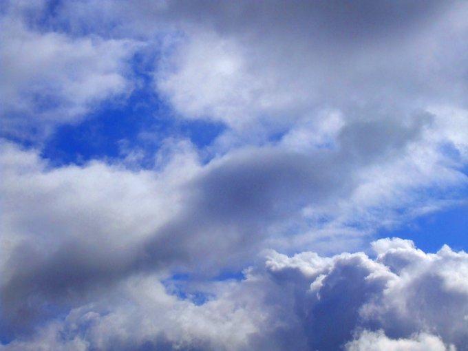 의 미디어: RT @DebbieJayephoto: Ligeramente Frío Hoy Photography by https://t.co/DnaKNYEuIJ #skies #clouds #cl