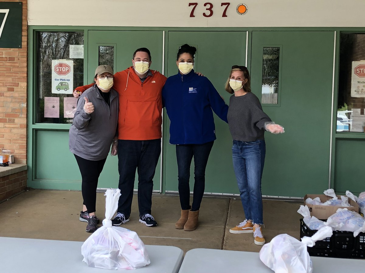 RT <a target='_blank' href='http://twitter.com/CampbellAPS'>@CampbellAPS</a>: The dream team at Campbell feeding site <a target='_blank' href='http://twitter.com/HR4APS'>@HR4APS</a> <a target='_blank' href='http://twitter.com/APSAdminSrvs'>@APSAdminSrvs</a> <a target='_blank' href='https://t.co/OykWsDL4qB'>https://t.co/OykWsDL4qB</a>
