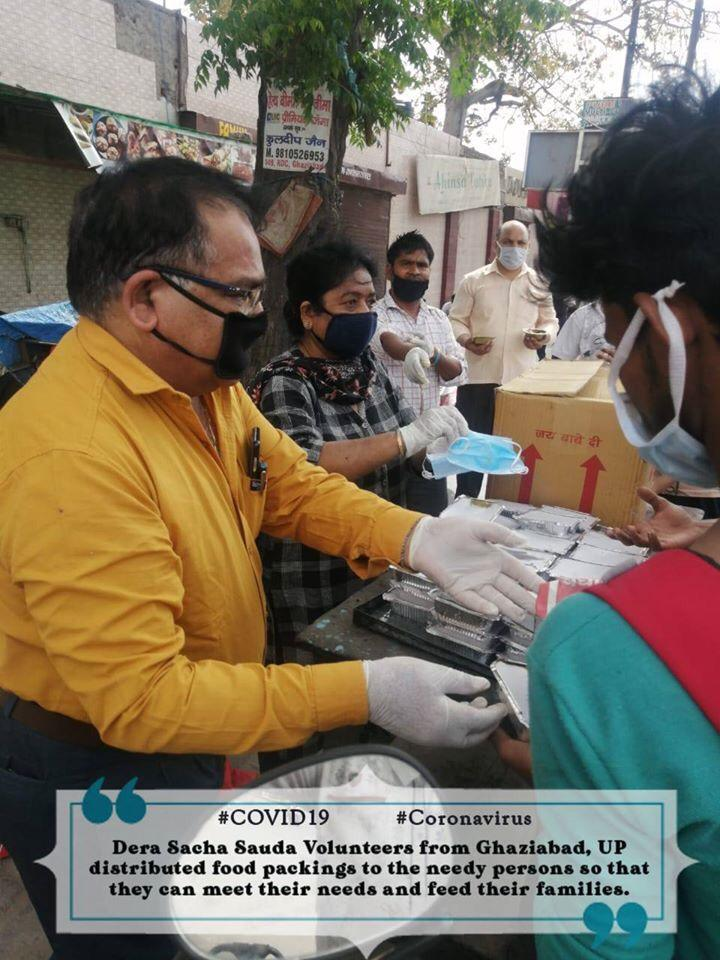 #DSSServesMankind During this lockdown DSS followers distribute free masks to the poor people so that they stay away from Corona virus <br>http://pic.twitter.com/XEVnN4uQ5N