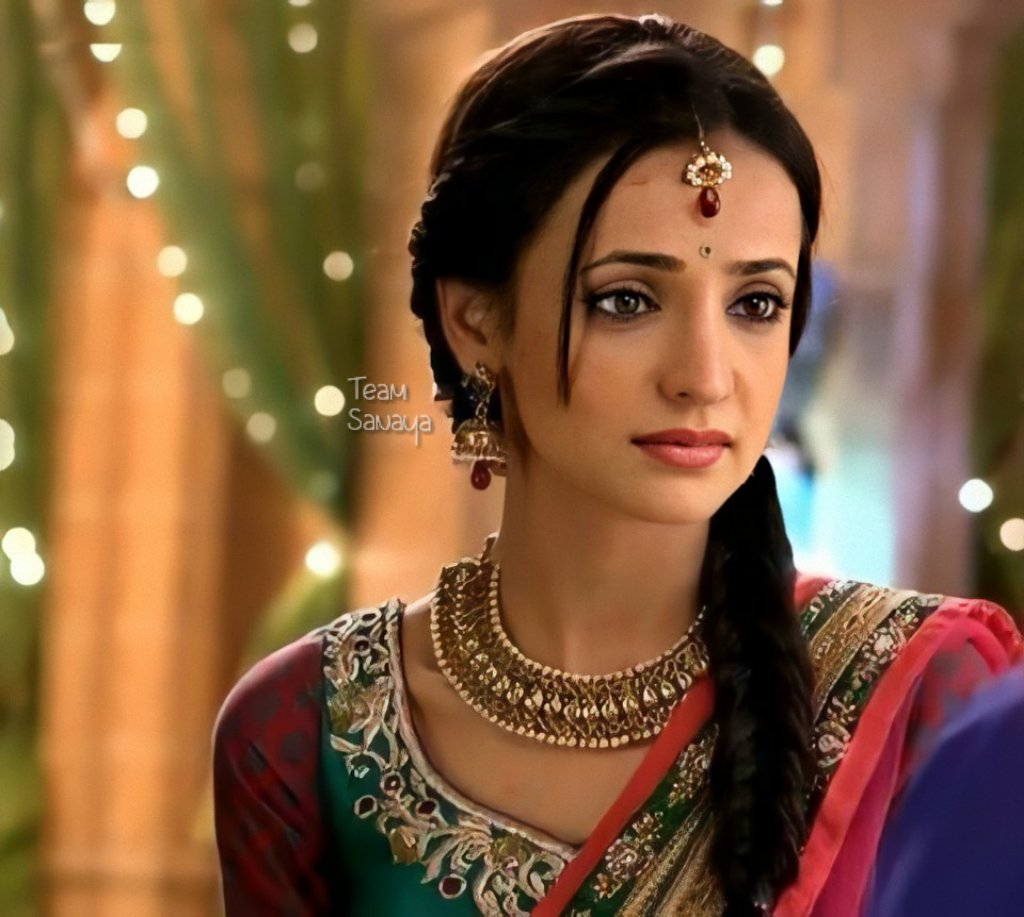 This look in her eyes 😍💞 Parvati - Rangrasiya 🙈❤ #SanayaIrani