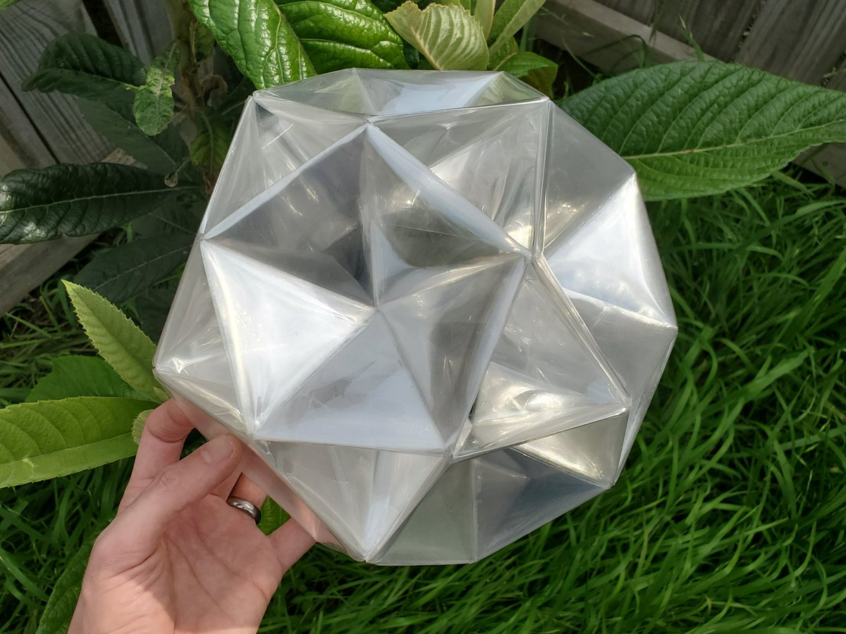 Very proud of this new #origami - a giant icosidodecahedron which will become a lamp ❂ pic.twitter.com/FPv4sV32YP