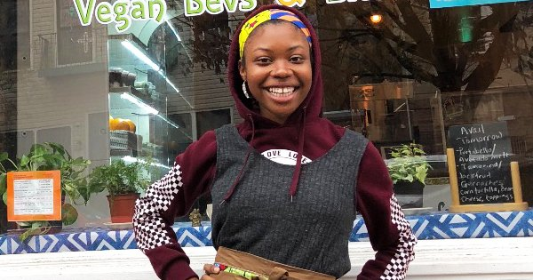#LMALLC: 22-Year Old #Black #Entrepreneur Launches Restaurant Where Customers Pay What They Can Afford - Francesca Chaney has great taste for food and a big heart for underserved people. http://bit.ly/2UWYW1r  #BuyBlack #BankBlack #SupportBlackBusiness https://twitter.com/messages/compose?recipient_id=16056685 …pic.twitter.com/UeOZkjmvfx