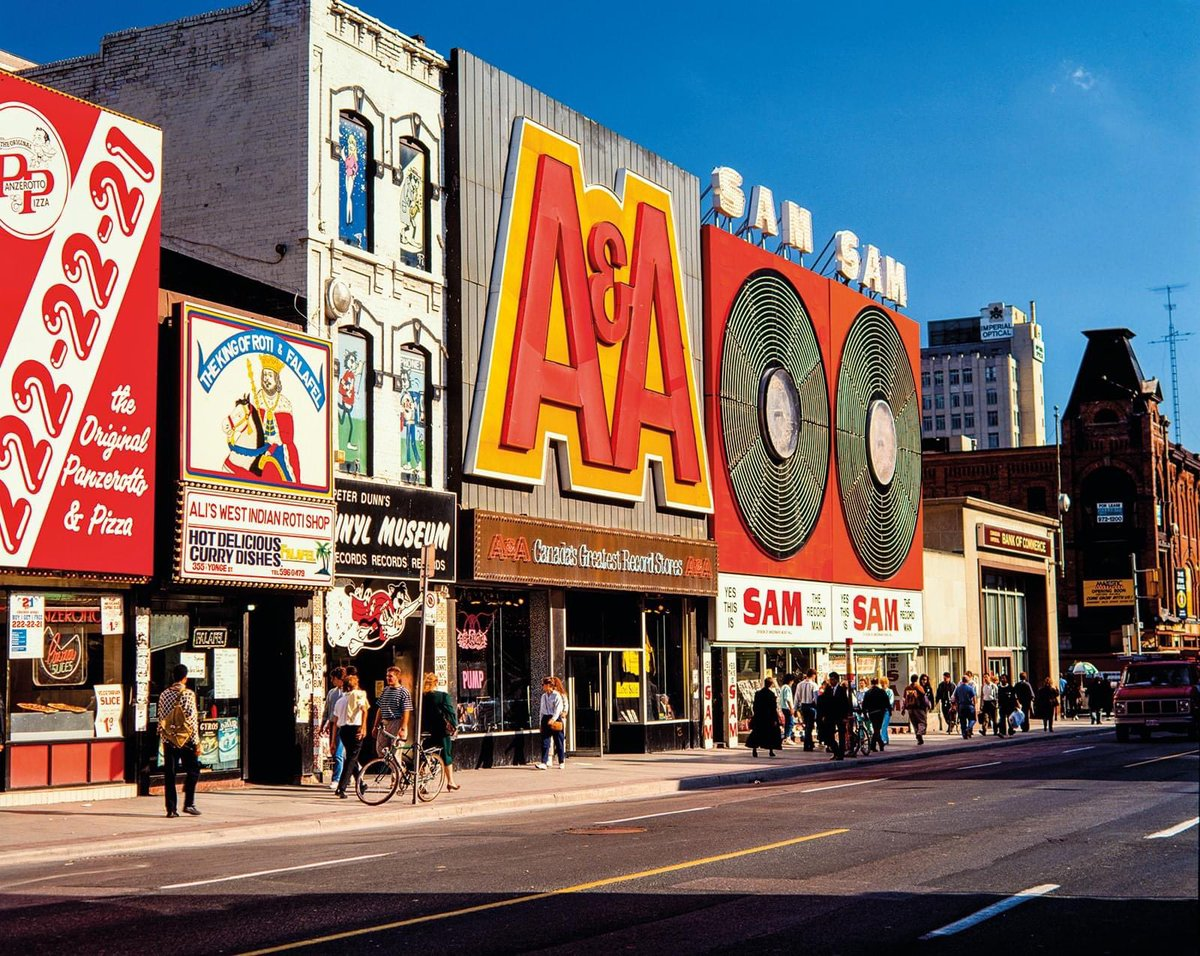 Who remembers?! #Toronto (the video game arcades were awesome too) pic.twitter.com/fjR9H5fm9c