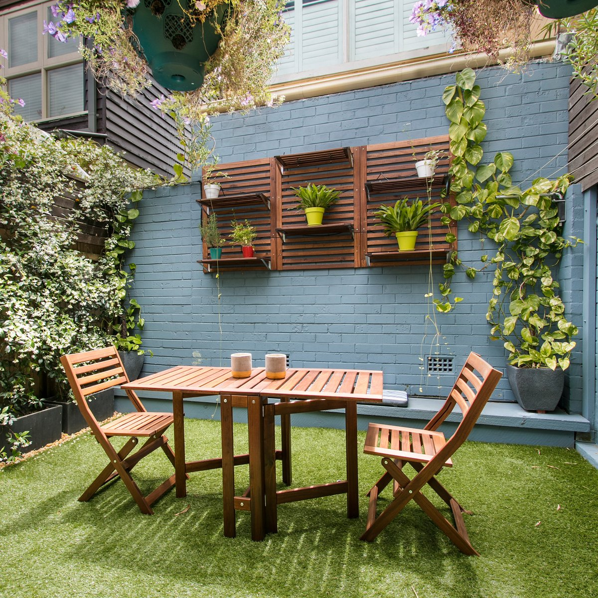 A friendly reminder that you can make the most of your weekends at home by lounging in your perfectly curated backyard that's ready for spring.   #stayathome #exteriors #exteriordesign #paintzenpic.twitter.com/65vgKoEqAI
