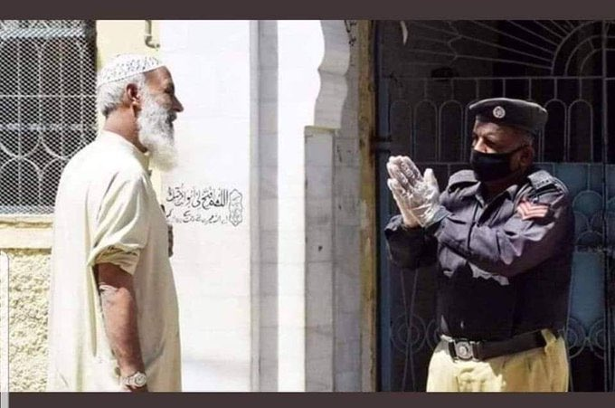 Cop helplessly begging a man not to enter the mosque. Sums up the state of affairs in Pakistan
