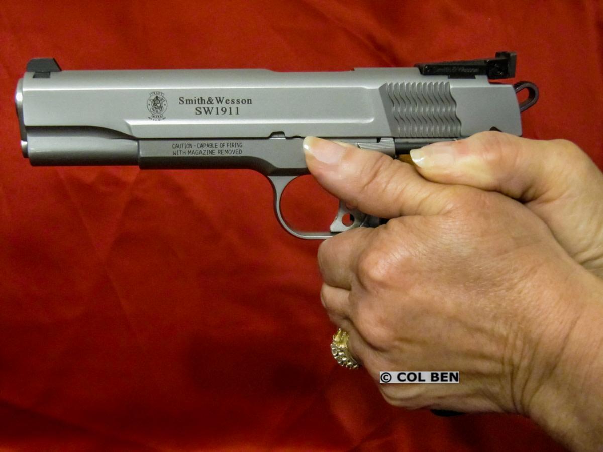 A Basic Checklist and Suggestions to Help Your Handgun Grip  http://bit.ly/2YFCKdH  #firearms #guns #concealedcarry #ccw #alwayscarry #selfdefense pic.twitter.com/9dZxCbVOSs