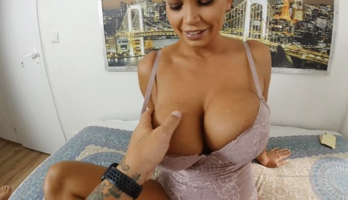 1 pic. Chceck my brand new scene! I pretend that I am escort girl😜sex for money is really fun!😄  https://t