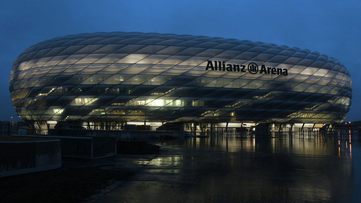 🌍 As part of #EarthHour2020, the #AllianzArenas lighting will be switched off until 21:30 CET! 🏟️ #MiaSanMia