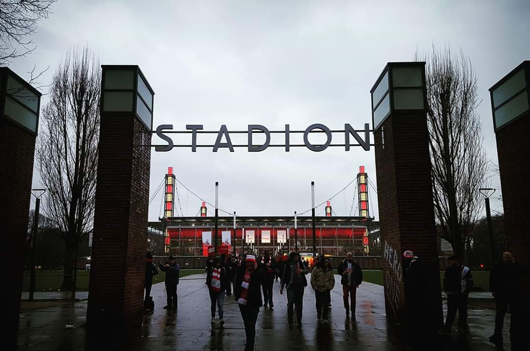 If you are a football fan please join the challenge of posting a football photo. Just one picture, no description. Please copy the text in your status, post a picture and look at some great memories. #köln #footballphotospic.twitter.com/guVia7jHeV