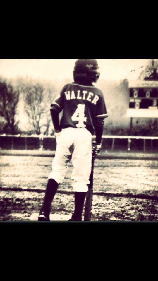 @MTHSbaseball1 My Favorite Baseball Picture Ever!!