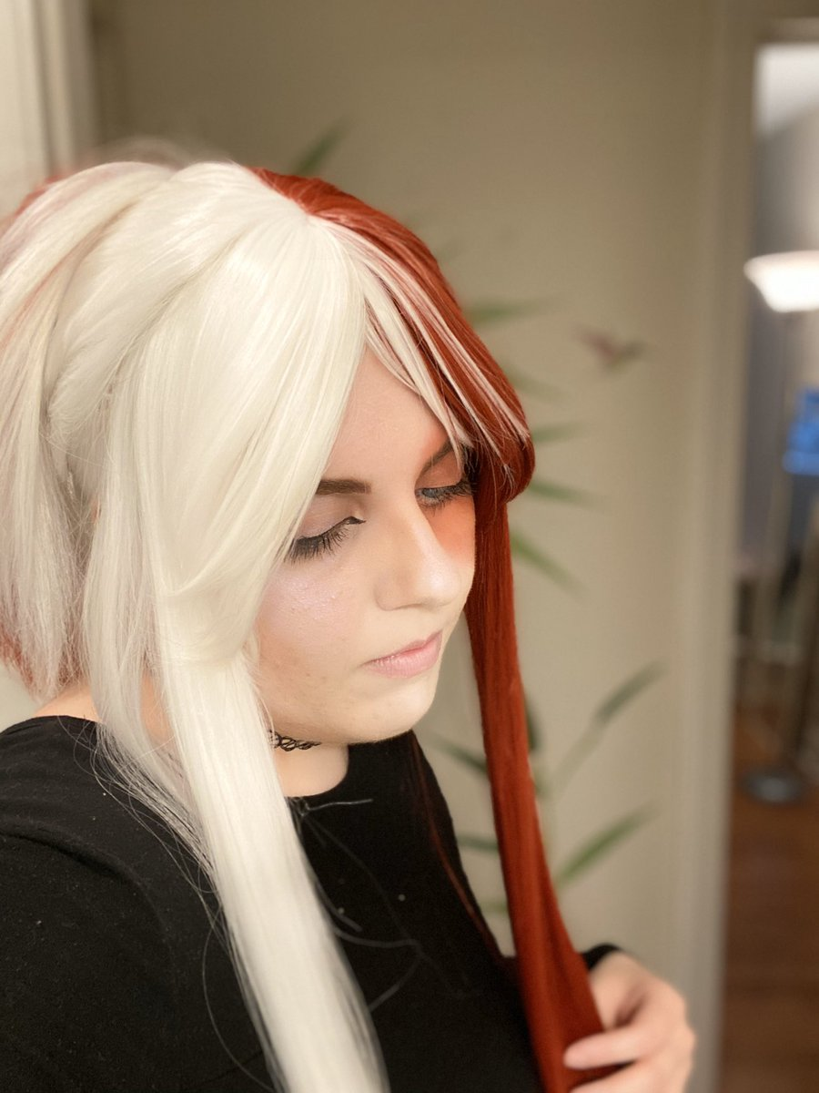 why do i get 400% more emo when i put my tdrk wig on   #cosplay #todorokicosplay pic.twitter.com/ey0o2kU0BX