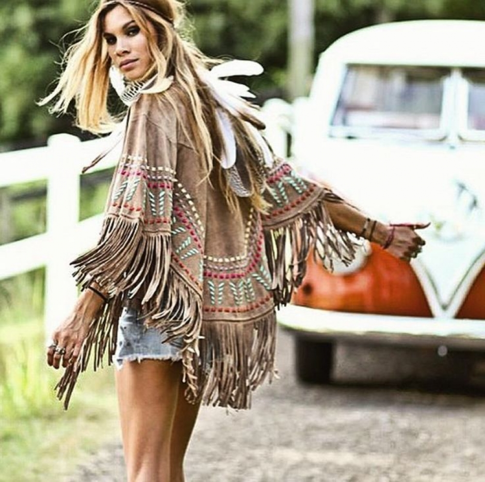 Love this poncho style! Maybe we could have a collection on our store, what you think?   Check our bags and acessory collections at https://bohodevi.com . . . . #bohostyle #boholife #hippiechic #instafashion #bohemiangirl #flowerchildpic.twitter.com/pKUqTNf9QF