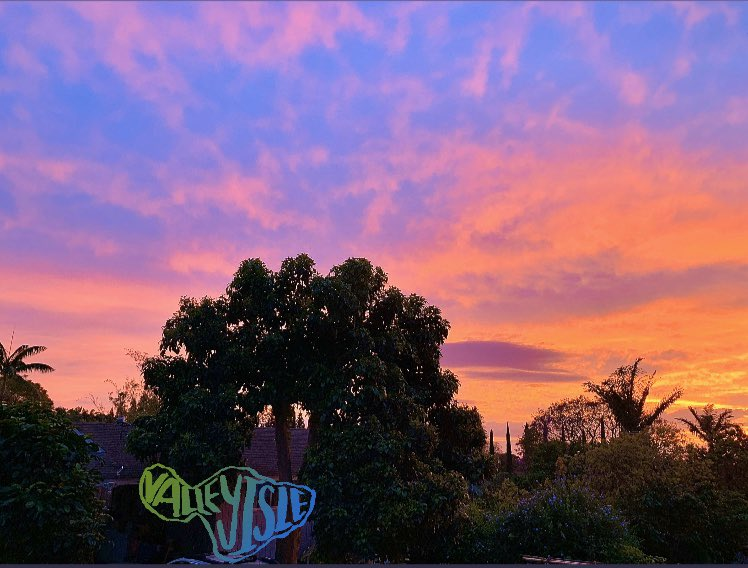 #AppreciateWhatYouHave right #OutsideYourDoor! #Maui's evening #PaintingInTheSky. #Sunsets are the best!!! #throwbacktothursday #FashionablyNourishedLife #sunset #FashionablyNourished #IslandLifepic.twitter.com/qNpL4b5Vur