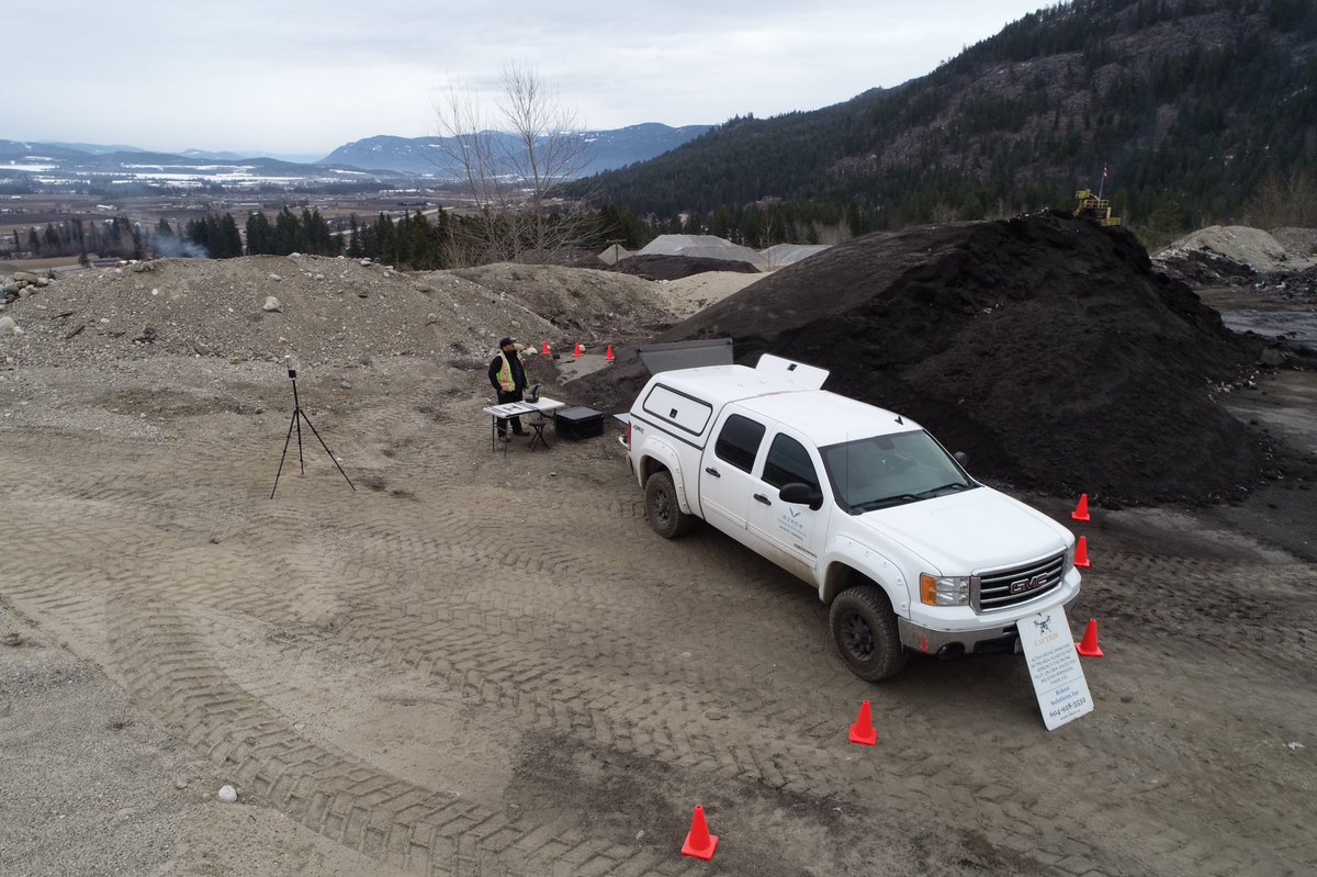 Establish control of your area when mapping with cones and signage. Keep people safely outside takeoff and landing envelope. #rekonlife #dronemapping #dronephotogrammetry #bcmines #dronepilot #mining #3dmodel #geotechnicalengineer #mine #miningsupplies #stockpilevolumespic.twitter.com/RHUI728Jf1