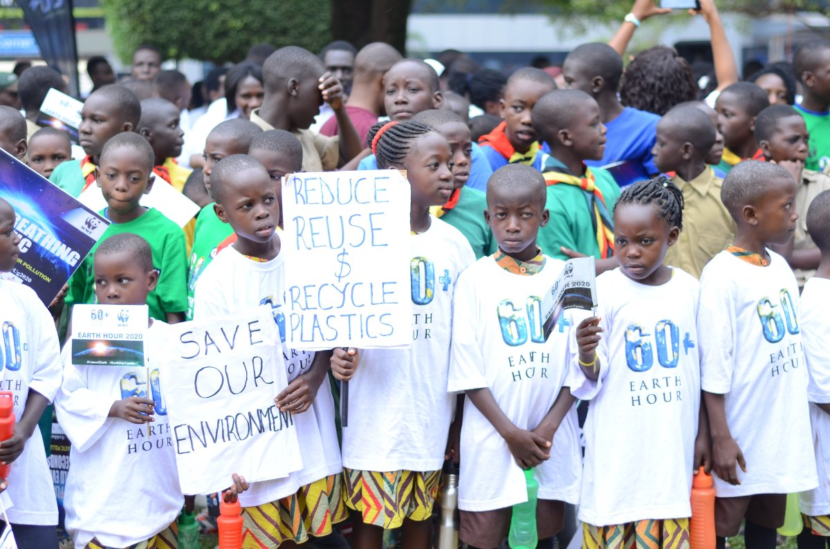 The spirit of #EarthHour was demonstrated recently in #Uganda which announced a ban on plastic use following an Earth Hour lead-up march on 13 February against the ill-effects of plastic pollution. Superb!! 👏👏👏 @WWFUganda