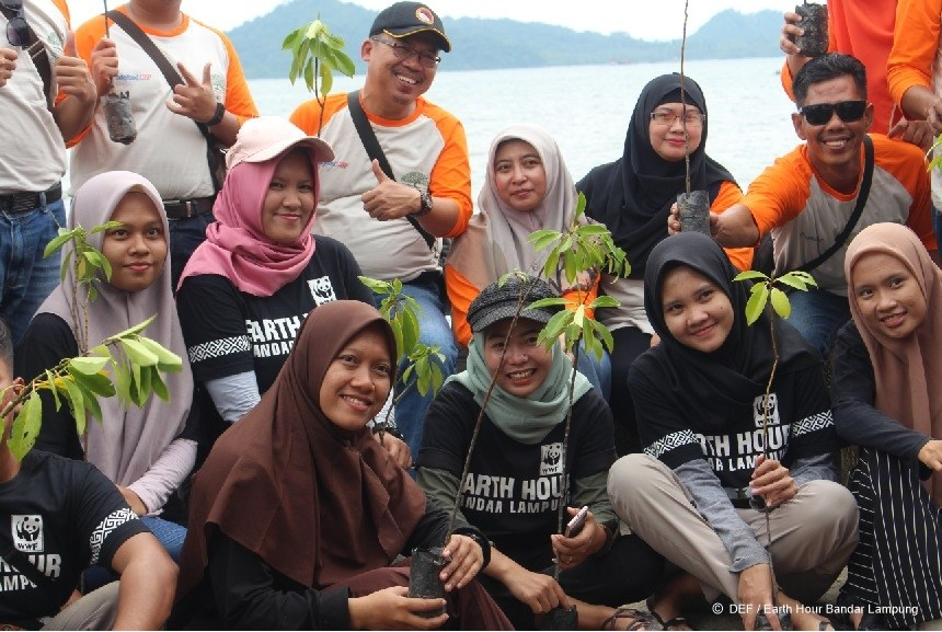 There is no power for change greater than a community discovering what it cares about.💚 #Indonesia Thank you for caring about mother earth, our shared home. 🌎#EarthHour