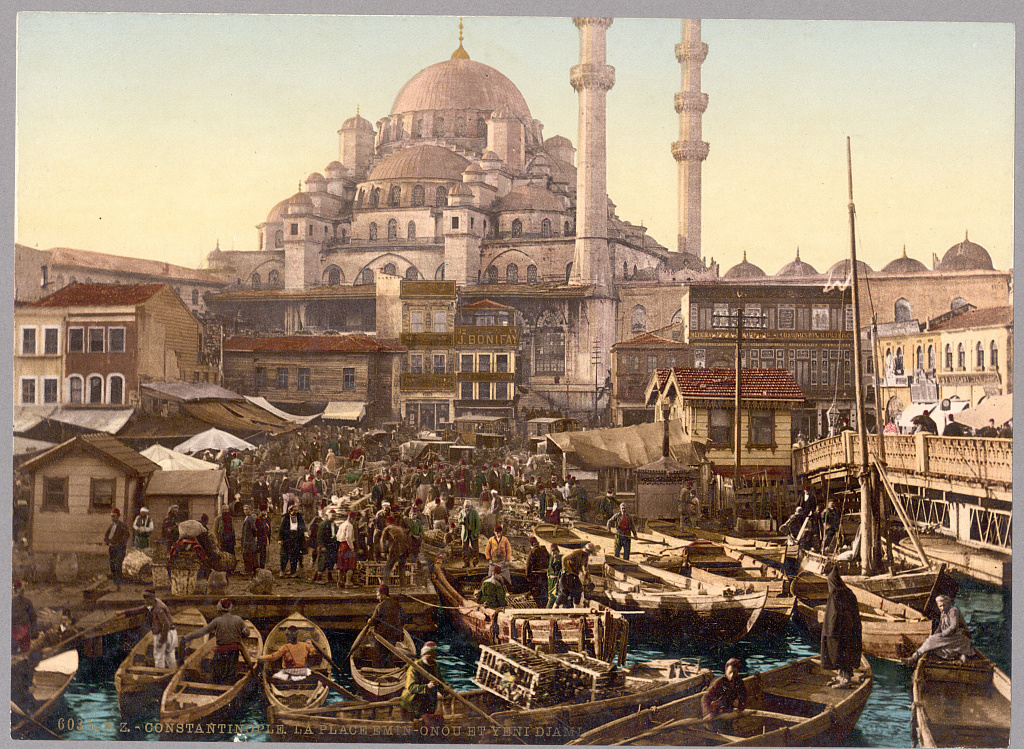 1890: Constantinople (Istanbul): a gorgeous picture of the Yeni Cami mosque and the Eminönü bazaar. The details are amazing! Source: Library of Congress @PicsSilkRoad @atlasobscura @historylvrsclub #SilkRoad #Culture #Art #History #Istanbul #Constantinoplepic.twitter.com/ssCN0Q7uTq