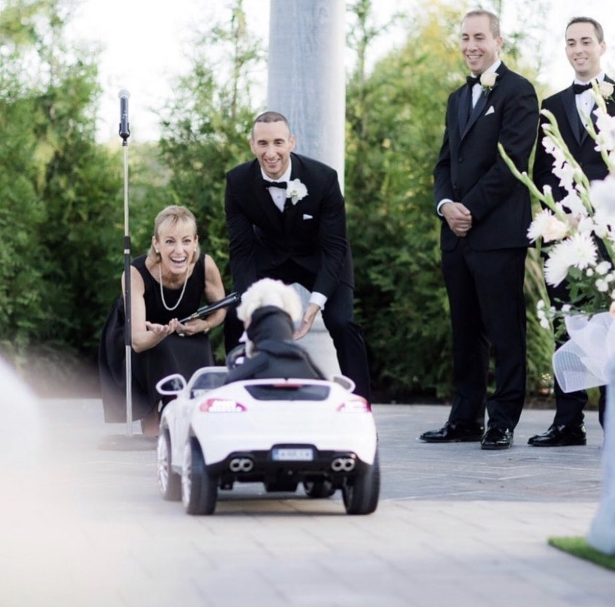 Special memories are made at weddings...    Love & Light Wedding Officiants: https://www.njwedding.com/new-jersey/morristown/wedding-services/love-light-wedding-officiants…  #njwedding #njweddings #nj #weddingmoments #weddinginspo #weddingmemories #newjersey pic.twitter.com/FacEtQOlTj